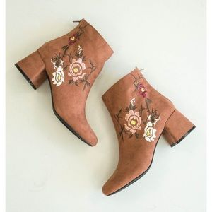 NWT Burnt Sienna  ankle Booties embroidered